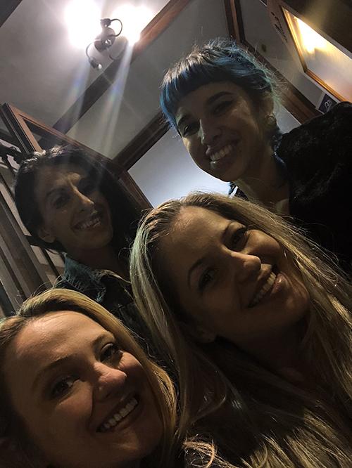 Foto com Tânia, Yanna, Simona e Shannon no Campus Unhas Aretini